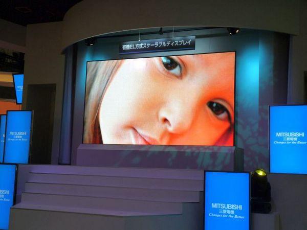 Mitsubishi OLED дисплей 155 дюймов