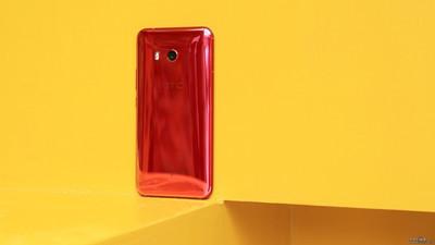 HTC U11 начали обновлять до андроид 8.0 Oreo