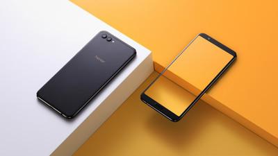 Стартовали международные продажи безрамочного телефона Huawei Honor View 10